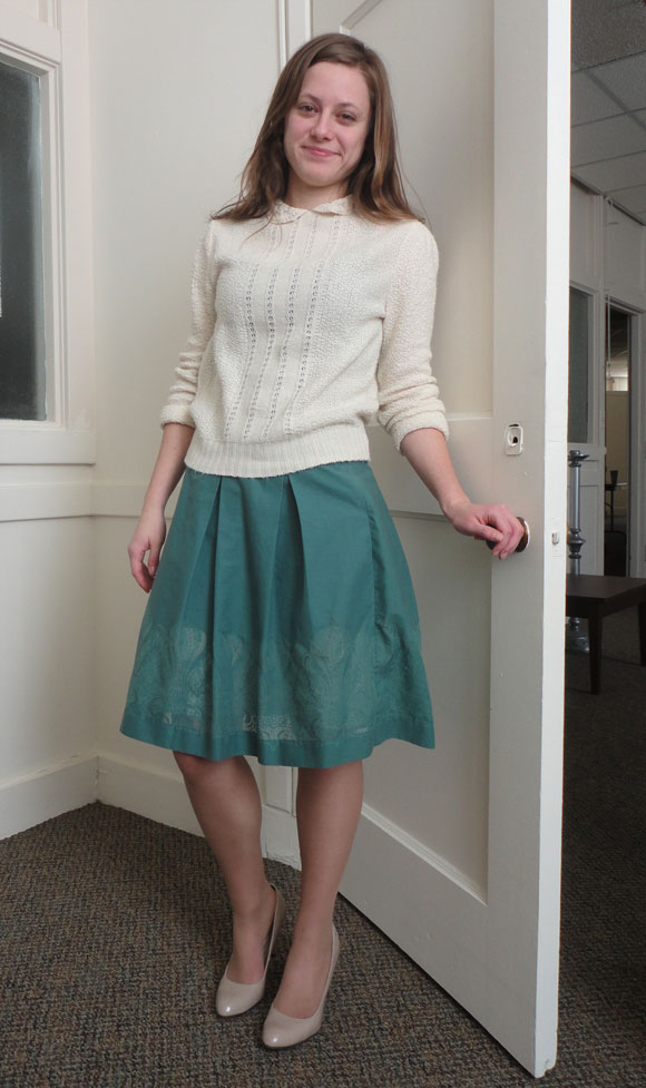 Jessica in her off-white sweater, mint skirt, and nude pumps. Gorgeous class!