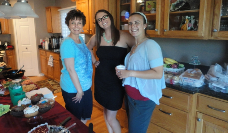 Hostess, cousin, seester on the Fourth of July.