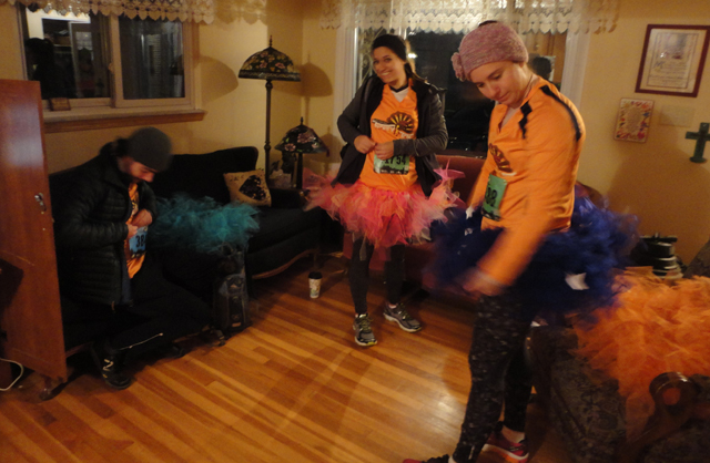 Ear-lay mornin' rising. Note the darkness outside. Note the tutus. We don't mess around, it's Turkey Trot time!!11!