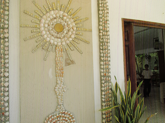 The little church in the little town about a mile from the resort (we ran there one morning! Bought super glue!) had this SEASHELL WALL ART. OF A MONSTRANCE. Call me SEASHELL NELL, I just had to snap a pic!!